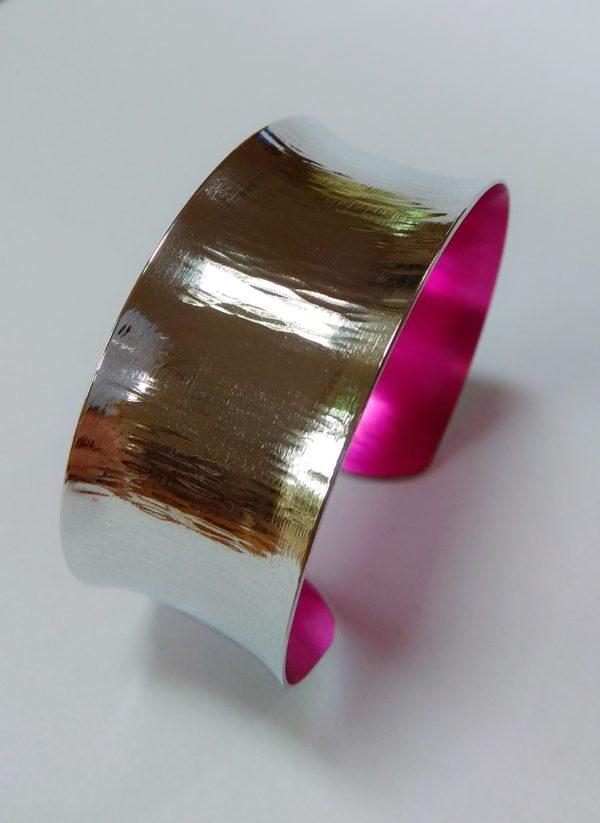 Aluminiumart Planished-and-polished-aluminium-bracelet