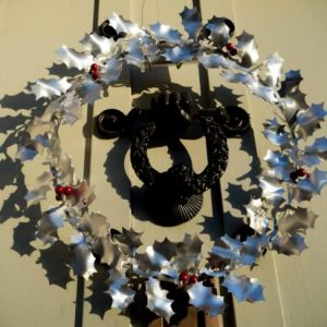 Aluminiumart aluminium holly wreath Christmas gift door