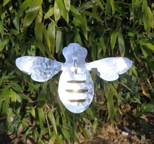Aluminiumart garden ornament bee on a stick planished polished 2