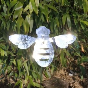 Aluminiumart garden ornament bee on a stick planished polished
