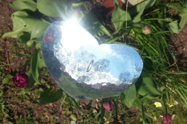 Aluminiumart garden ornament heart on a stick planished polished